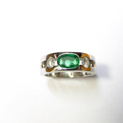 Bague Emeraude et diamants cliente