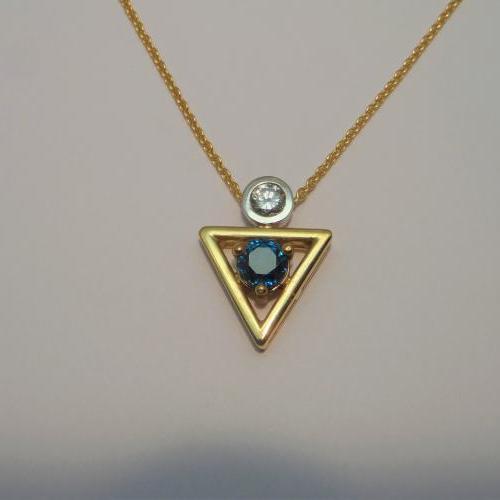 pendentif or avec zircon bleu et diamant créé par Audouard